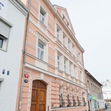 Rekonstrukce fasády Na Hrázi, Praha 8