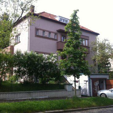 Oprava fasády RD V Cibulkách, Praha 5