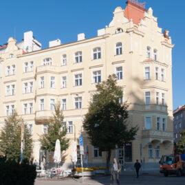 Rekonstrukce historické fasády Jiřího z Poděbrad, Praha 3